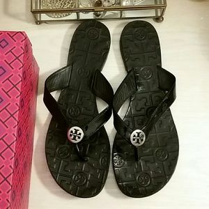 Tory Burch Black Sandals in Patent Leather / Thora